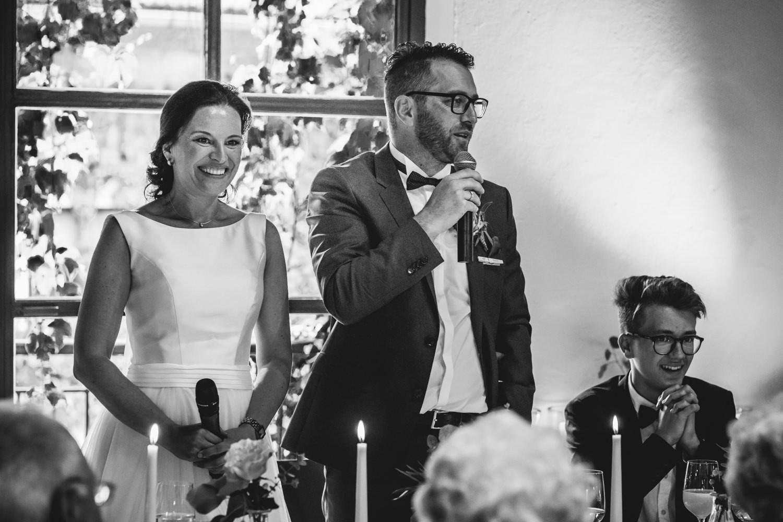 freie Trauung auf Gut Aichet, der Bräutigam hält eine Rede