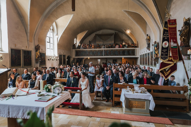 Hochzeit in Osterhofen, kirchliche Trauung in Arbing, Innenansicht der Kirche