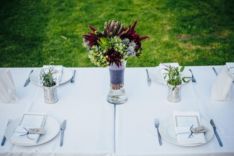 freie Trauung in Dobbrikow, Detailaufnahme vom Tisch mit Pflanzendeko
