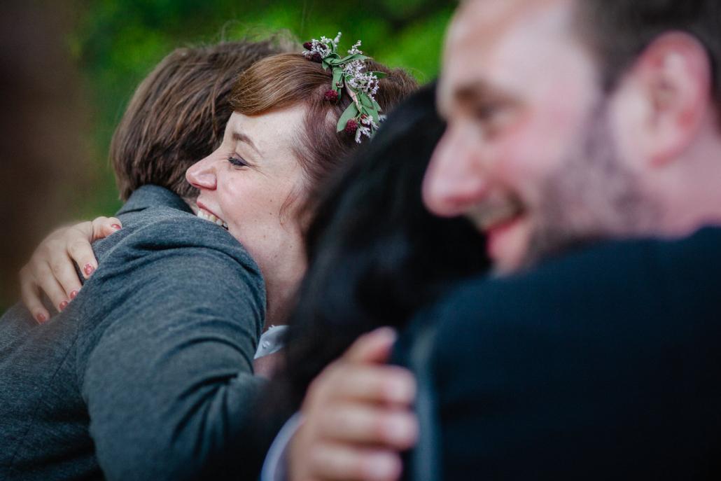 Hocnzeit im Kulturgut Wrechen, die Gäste gratulieren dem Brautpaar