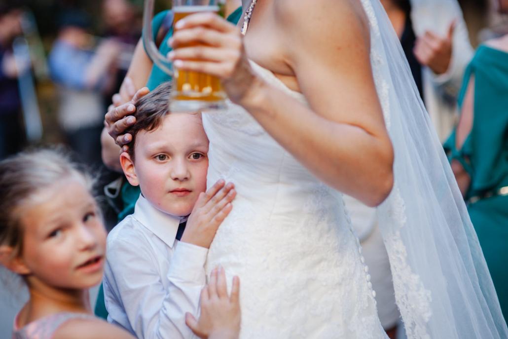 Hochzeit in Leipzig, der Sohn der Braut braucht ein paar Streicheleinheiten