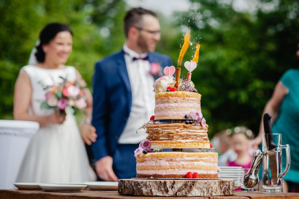 Hochzeit auf Gut Aichet, Nahaufnahme der Hochzeitstorte