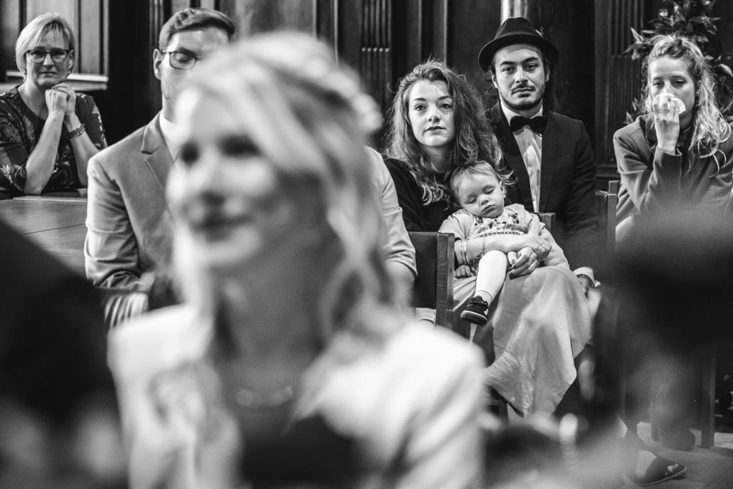 standesamtliche Trauung im kleinen Rathaussaal Passau, das Kind schläft während der Trauung