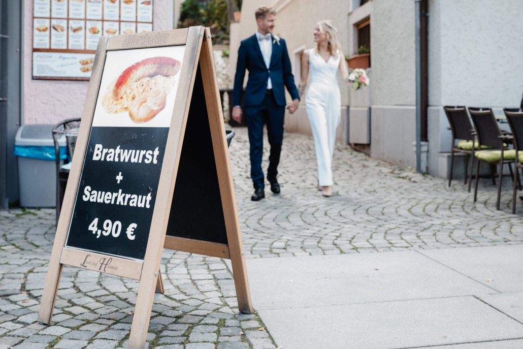 standesamtliche Hochzeit in Passau, Paarshooting, Bratwurst und Sauerkraut