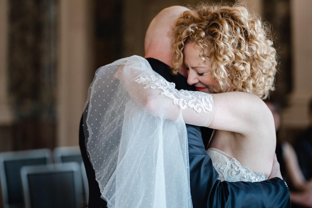 standesamtliche Hochzeit im Schloß Benrath, Düsseldorf, Braut und Bräutigam tanzen