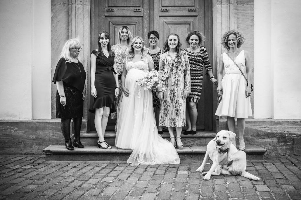 Hochzeit in Freinsheim, Paarshooting, Der Hund und die Damen
