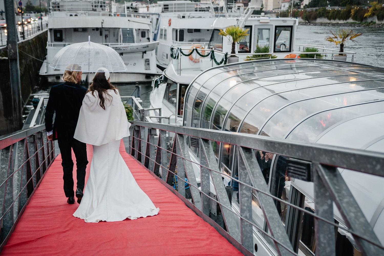 Hochzeit auf dem Cabrioshiff MS Sunliner, Passau, das Brautpaar kommt zum Schiff
