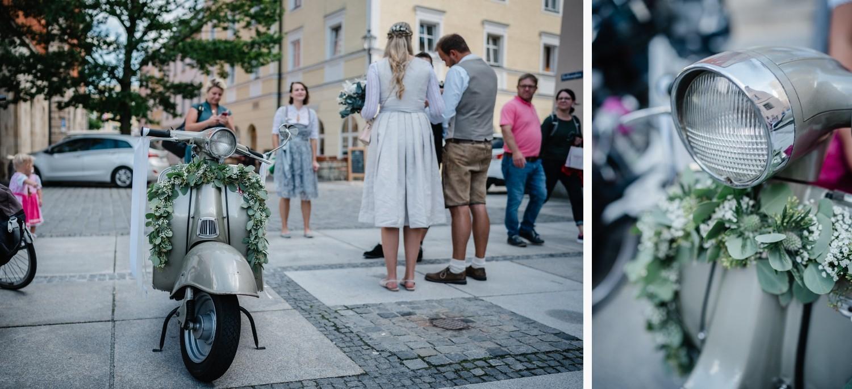 Hochzeit im Standesamt Passau, Nahaufname des Rollers Zündapp R50