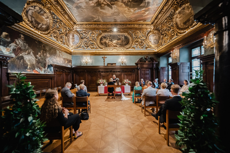 Hochzeit im Standesamt Passau, Gesamtaufnahme des kleinen Rathaussaals Passau