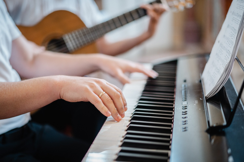kirchliche Hochzeit in Grongörgen, Bad Birnbach, Musiker spielen schöne Lieder