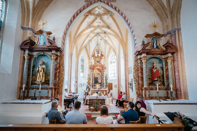 kirchliche Hochzeit in Grongörgen, Bad Birnbach, Totale der Kirche