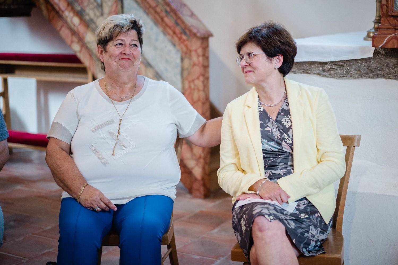 kirchliche Hochzeit in Grongörgen, Bad Birnbach, die Mütter sind ganz ergriffen