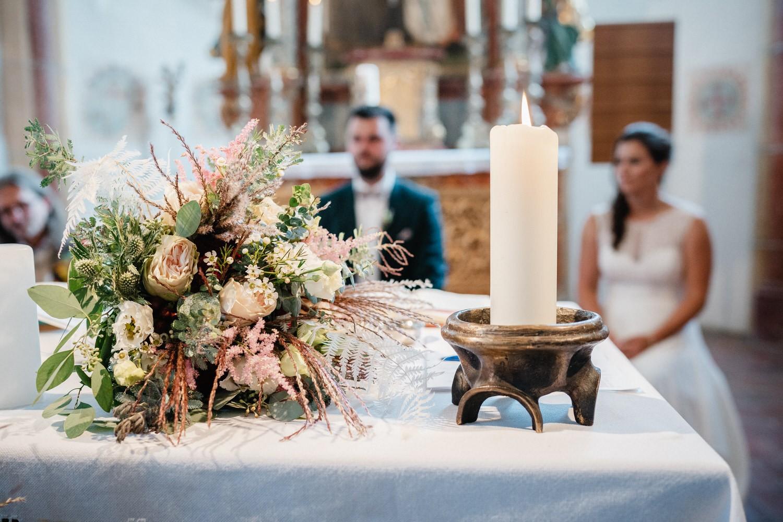 kirchliche Hochzeit in Grongörgen, Bad Birnbach, der Brautstrauss und die Kerze