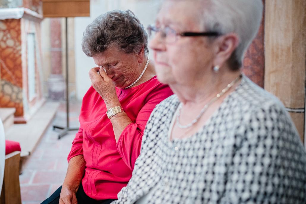 Hochzeit in Grongörgen, Oma weint vor Rührung