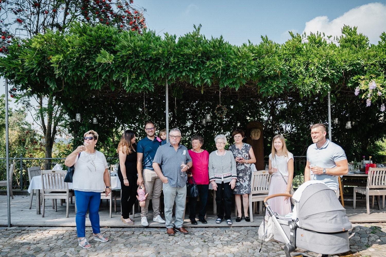 Hochzeit im Hofgut Hafnerleiten, Bad Birnbach, die Gäste warten auf das Brautpaar