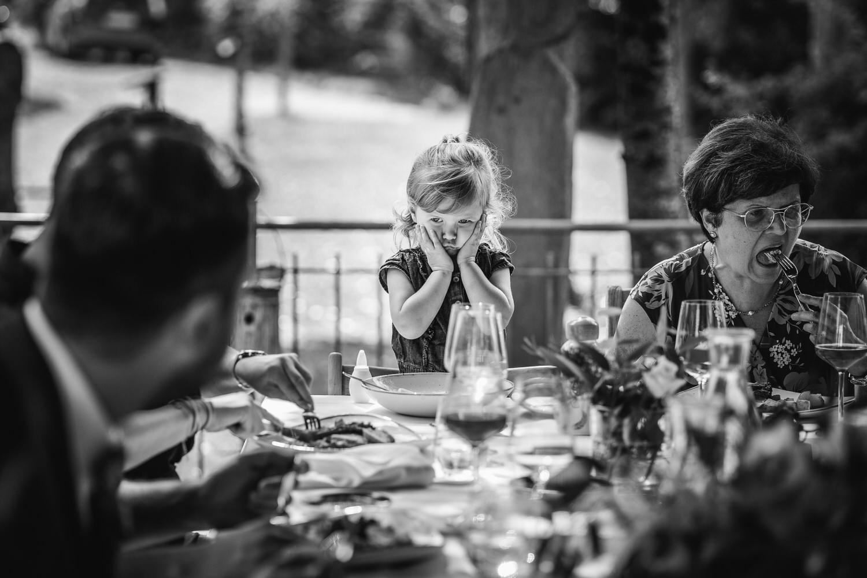 Hochzeit im Hofgut Hafnerleiten, Kind hat Langeweile