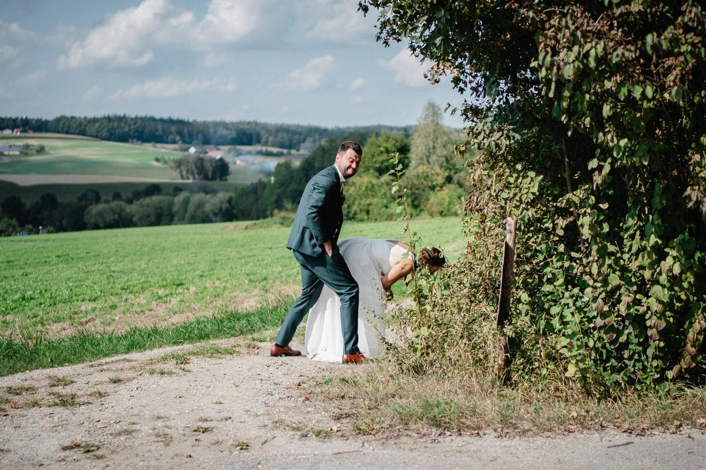 Hochzeit im Hofgut Hafnerleiten, Bad Birnbach, Braut muss mal rechts ran